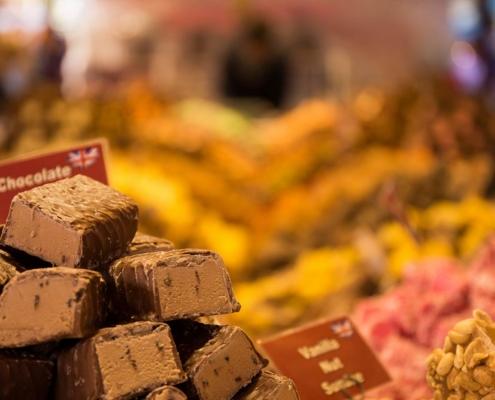 Delikatess godis och mat på marknad International Food Festival